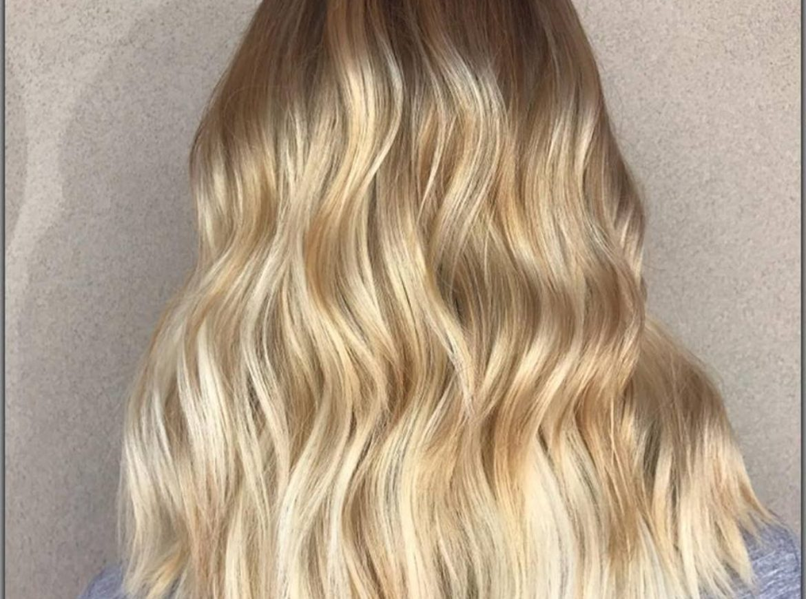 Beach wave blonde – by Rachel